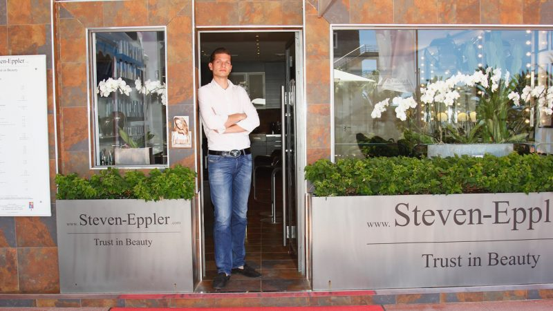 Steven Eppler es el único peluquero de Canarias que pertenece a la Asociación Intercoiffure Mondial.