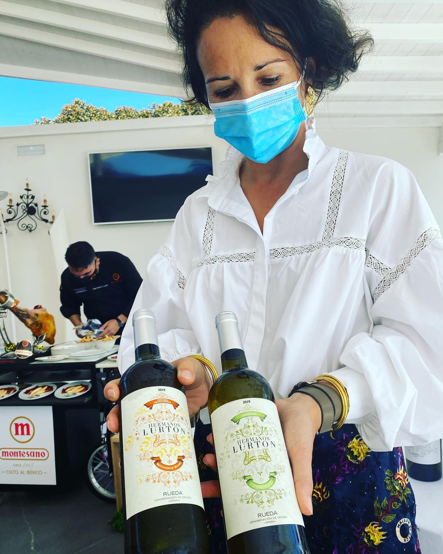 Mathilde Bazin de Caix, Brand Ambassador de las bodegas Hermanos Lurton, dirigió la cata de seis de los vinos más emblemáticos de la firma.