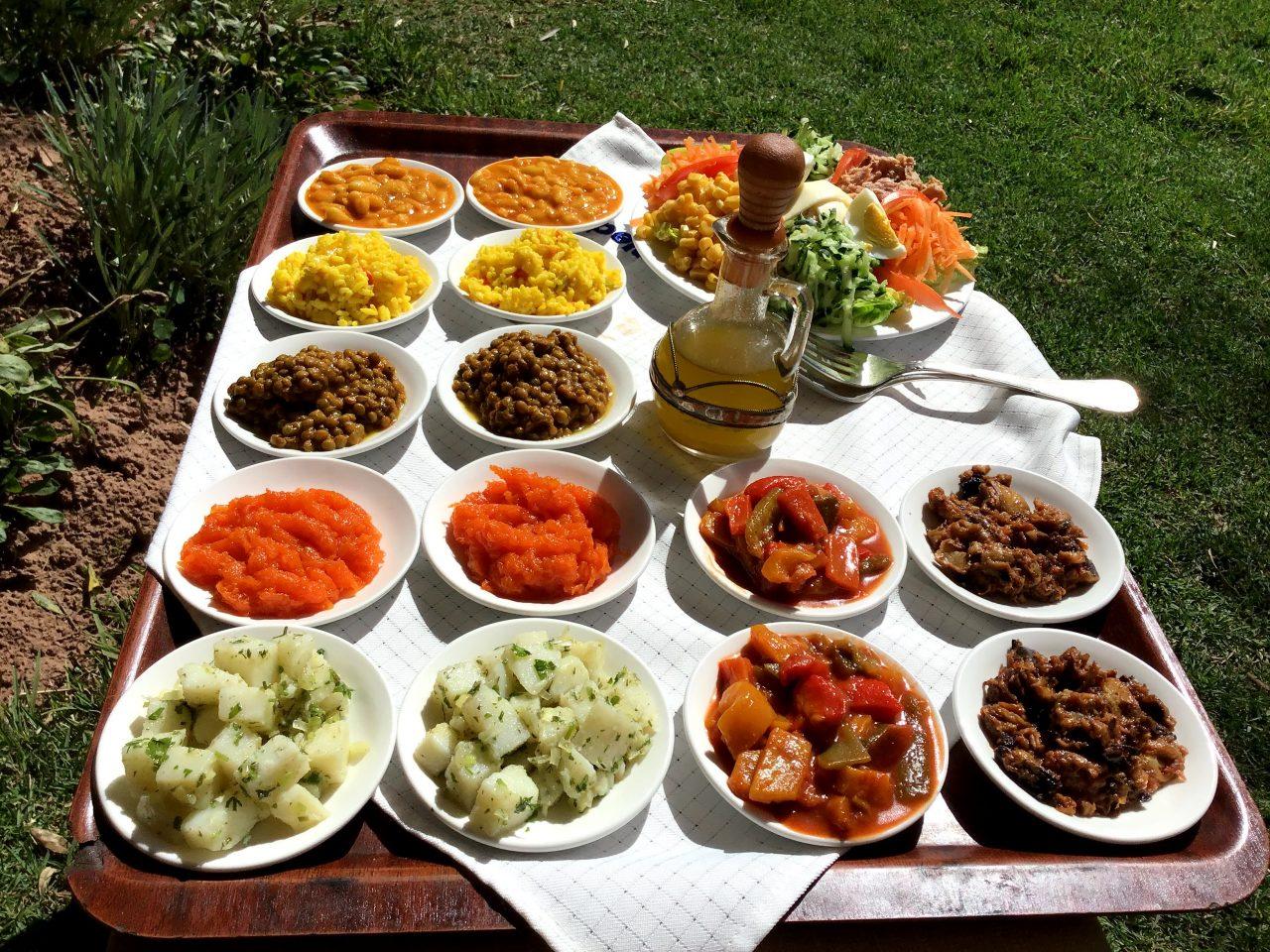 Los ricos aperitivos de la cocina marroquí son, en sí mismos, una joya culinaria que merece la pena probar.