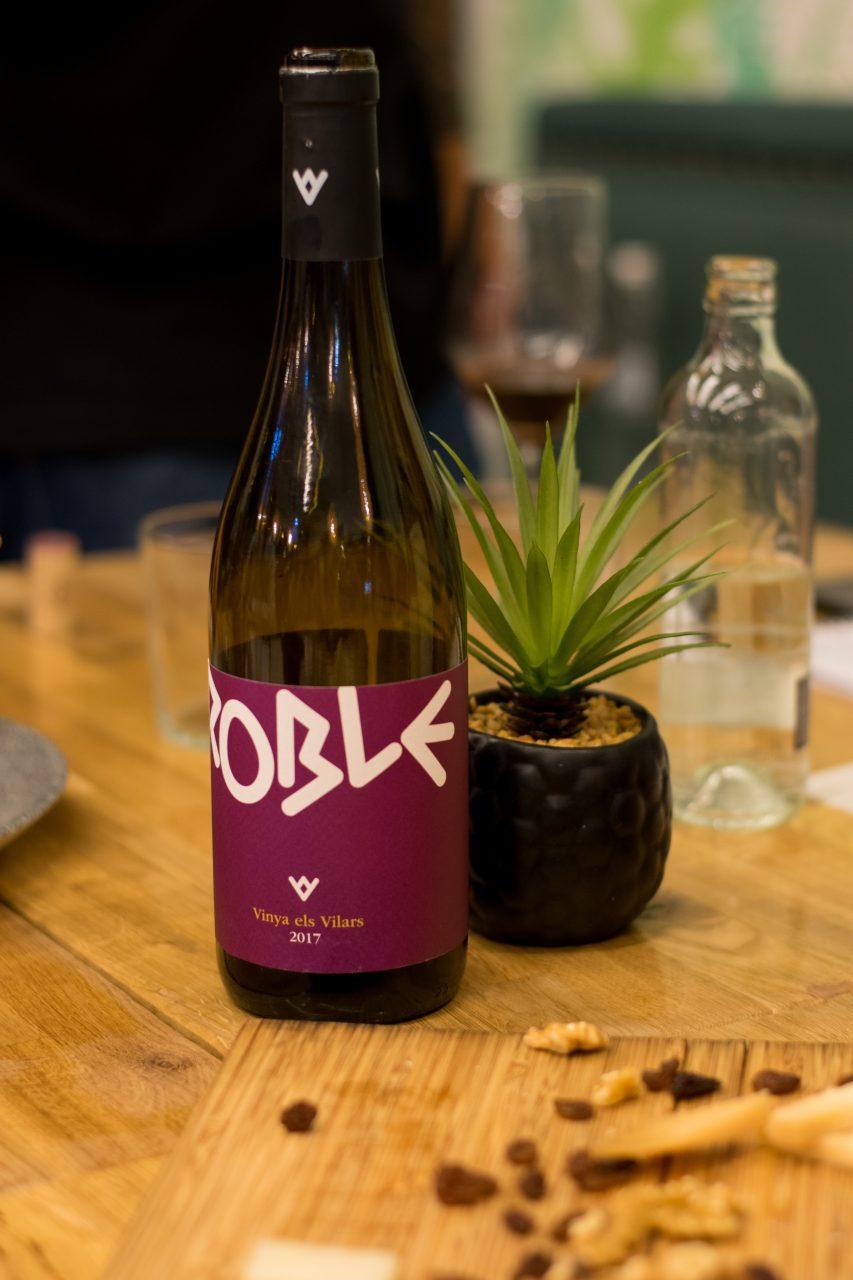 Vilars Roble, merlot y syrah para un vino aterciopelado con cuatro meses de crianza en barrica.