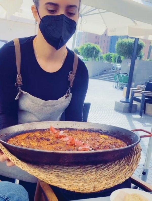 El arroz del señoret, delicioso con sus gambones y sus calamares. Se encarga con un día de antelación en La Patineta.