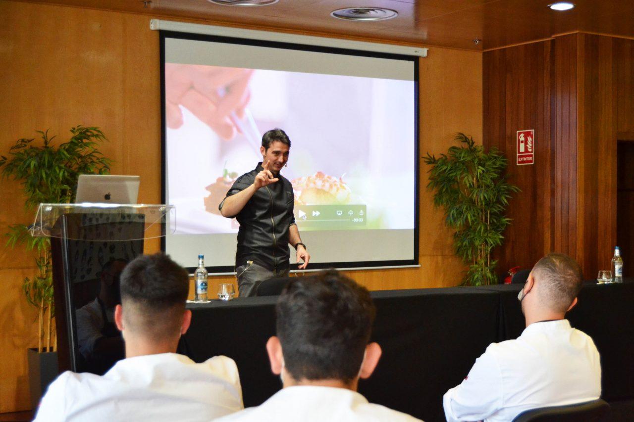 El chef Fran López, con dos estrellas Michelin, impartió una clase magistral en Hecansa