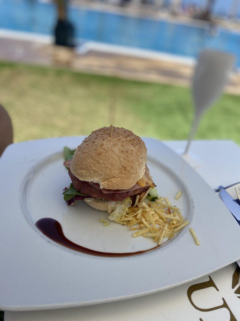 Si la hamburguesa tiene colágeno en cantidad abundante, es señal de que se ha picado carne con muchos tendones, de calidad comercial baja.